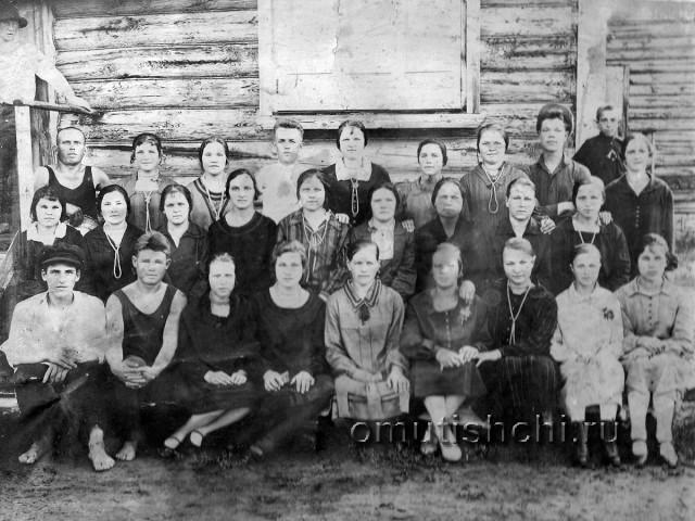 Коллектив плисорезной артели 1929 год.
